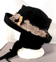 Black Felt Hat with beige flowers