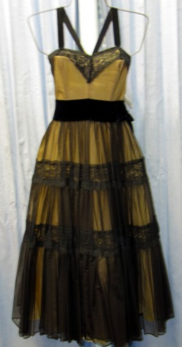 Nineteen Fifties - Prom Costume Size 6 SM